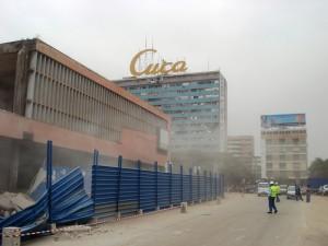 Ексклузивна фотографија од денот на срушувањето на пазарот Кинакси. Фотографирана од страна на Хозе Мануел Лима да Силва со корисничко име на Flickr Kool2bBop